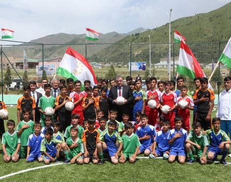 Новая футбольная площадка в Нурободском районе